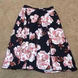 Gorgeous size large mid knee floral skirt